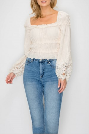 Long Sleeve Shirt Ruffled From The Bottom Top